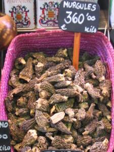 Morchelle essiccate in vendita al mercato La Boqueria di Barcellona (Spagna)